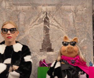 Miss Piggy and Zosia Mamet Take a Fashion-Filled Elevator Ride