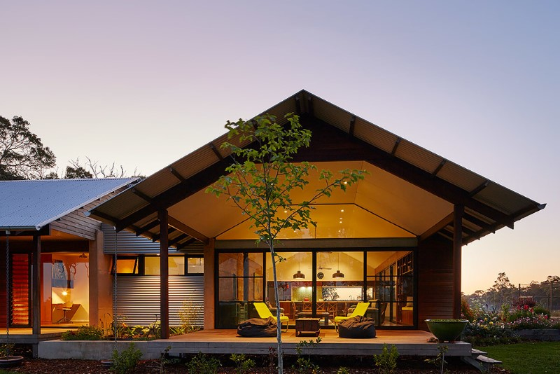 Modern australian farm house with passive solar design for Modern house designs australia