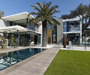 Modern facade defining Villa Ric in France