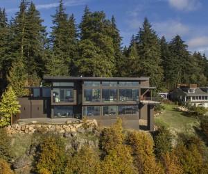 Modern Family Retreat in Washington Boasts Magnificent Views