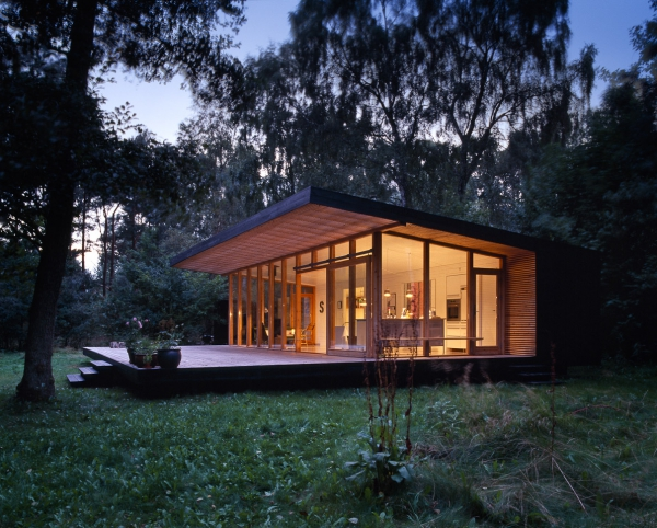 Modern forest cabin in zealand island for Small weekend cabin plans