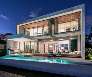 Modern Peribere Residence Framing Views of the Downtown Miami Skyline