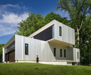 Modern Suburban House Composed of Three Volumetric Elements