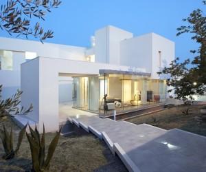 Modern Villa Di Gioia by Pedone Working in Italy
