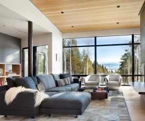 Mountain Home in Wyoming Inspired by its Surroundings