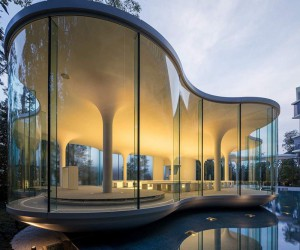 New Curvy Clear Wedding Chapel: Japans Cloud of Luster