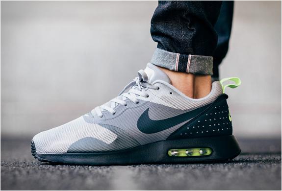 31a0314c13b5 Nike Air Max Tavas Neon