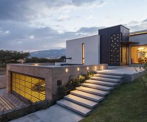 NR2 House in Ecuador by Roberto Burneo Arquitectos