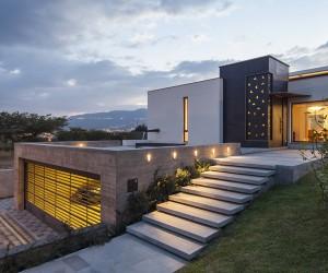 NR2 House in Ecuador by Roberto Burneo Arquitectos