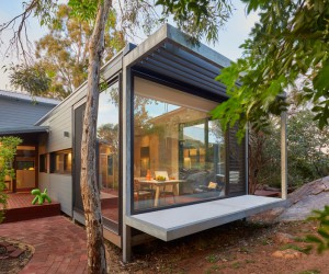 Off-the-Grid Glass Box House  Mark Aronson Architecture