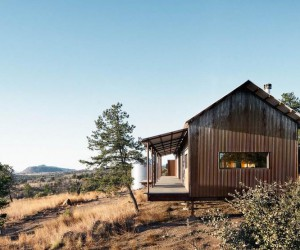 Off-the-Grid Porch House in West Texas