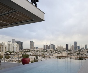 Open and Transparent Penthouse in Tel Aviv by Pitsou Kedem Architects