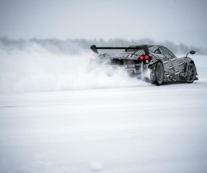 Pagani Huayra BC Goes Drifting on Ice