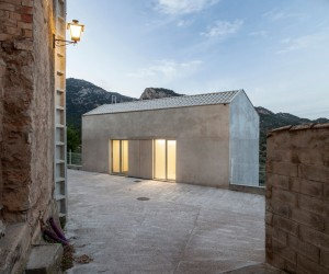 Pals Doctor Surgery by Vora arquitectura