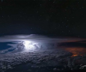 Pilots Cockpit Photos Show Thunderstorms Drama at 37,000 Feet Over the Pacific Ocean