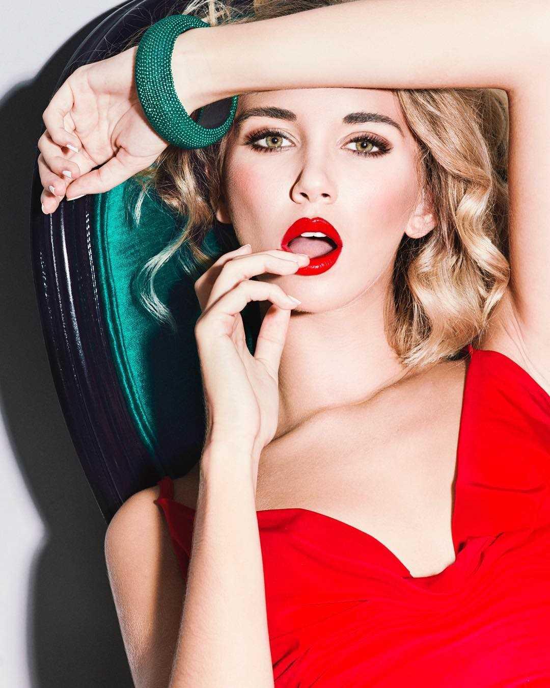 Popart And Vibrant Fashion Photography By Elena Iv Skaya