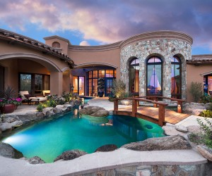 Remarkable Home Overlooking a Golf Course in Arizona Where Life Unravels Differently