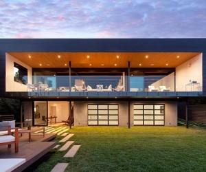 Renovated Pad Boasting an Ultra-Modern Design in Santa Barbara