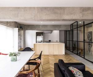 Revolving Door, Glass Walls and Diverse Textures: Revamped Condo in Tokyo