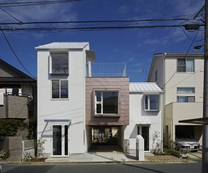 Sandwich Apartment by Ikeda Yukie Architects