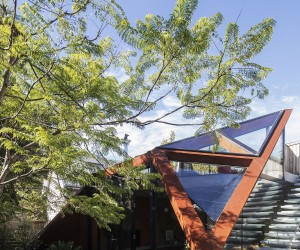 Sensationally Sculptural: Daring Lounge with Glazed Roof and Edible Garden
