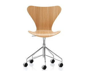 Series 7 swivel chair by Arne Jacobsen for Republic of Fritz Hansen