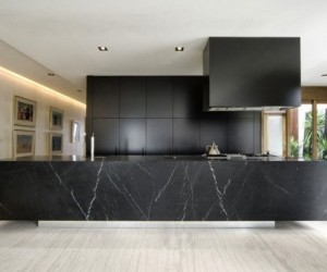 Sexy and sumptuous black kitchens