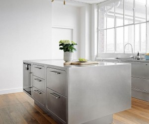 Sizzling Stainless Steel Kitchen Brings Home Professional Panache