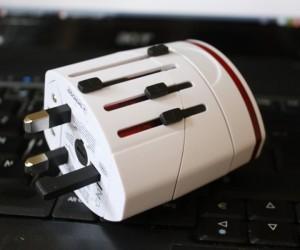Skross Pro Plus USB World Adapter