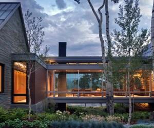 Sleek, Contemporary Dwelling in Colorado Features a Glass Bridge