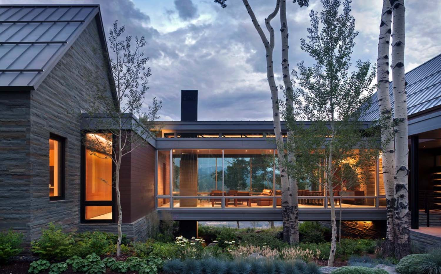 Sleek Contemporary Dwelling In Colorado Features A Glass