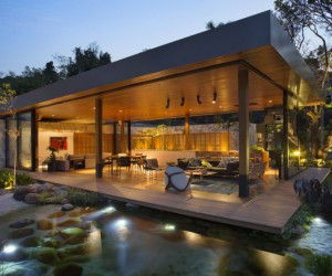 Spectacular House with Open Spaces that Invite Nature In