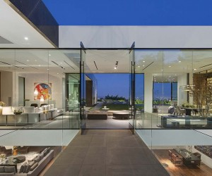 Spectacular Modern Living Above LA Reveals Jaw-Dropping Views