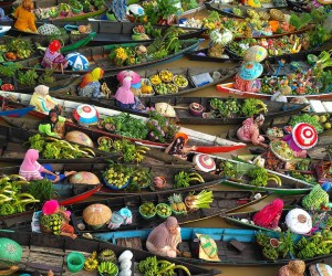 Spectacular Photos of Colorful Floating Market in Indonesia by Hendry Hamim