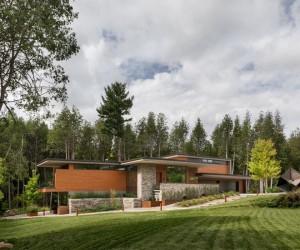 Split-Level House Featuring an Elegant Composition