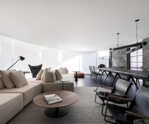 Stunning Minimal Interior in Black and White with Iconic Dcor Additions