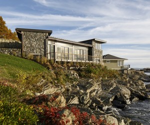 Stunning Rocky Shore Summer Cottage on Boston Harbor