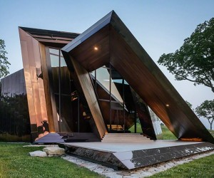 Stunning Sculptural Home Astonishes With Dramatic Design
