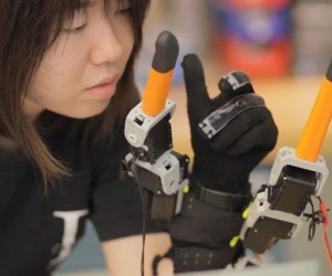 Supernumery Robot Fingers: Helping Hand for the Single-handed