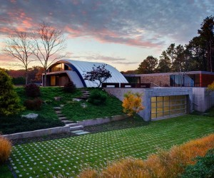 Surprisingly Adapted to a Difficult Site: Arc House in East Hampton