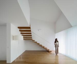 Tade House by Rui Vieira Oliveira