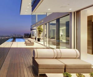 The Essence of Modern Living above LA: Luxury Mansion in Hollywood