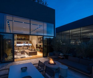The Hollister Apartment in Venice Beach Is Almost Completely Open To The Outside