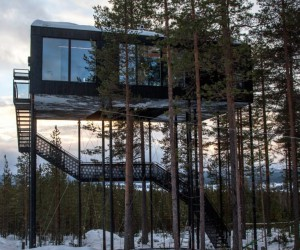 The Norwegian architectural firm Snhetta designs a cabin in the heights of a Swedish forest