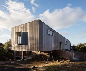 This Charming Aussie Home Keeps Away Bushfires and Rugged Weather in Style