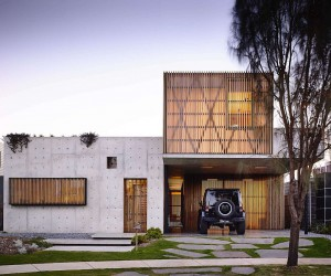 This Splendid Hardwood and Concrete House Captivates with Its Imperfections