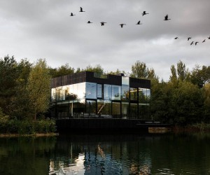 Transparent Brilliance: Sustainable Glass House on the Lake is an Absolute Dream