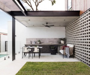 U-Shape Family Home Built Around a Central Leisure Courtyard