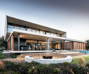 Umhlanga House Designed by Bloc Architects for Subtropical Climate