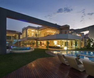 Uninhibited living: luxury glass house, Johannesburg